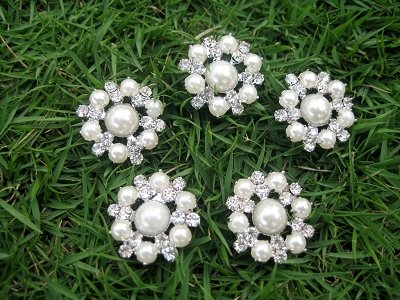 5 pcs of Sparkling Crystal pearl/Rhinestone Flower Buttons RB025n