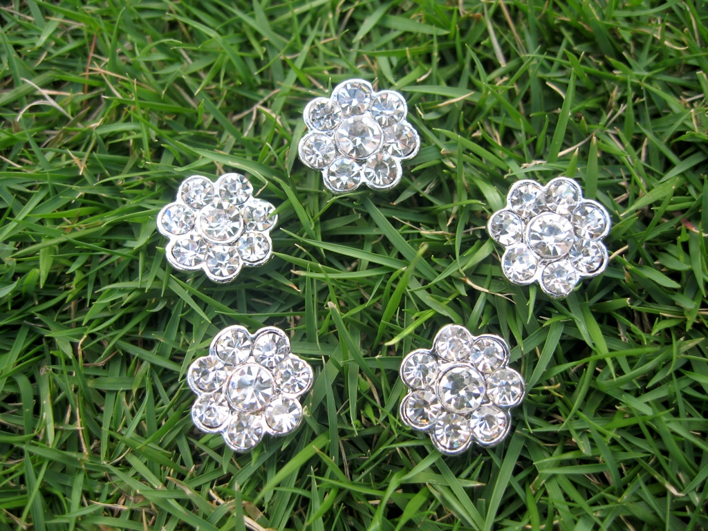 5 pcs of Sparkling Crystal Rhinestone Flower Buttons RB006n