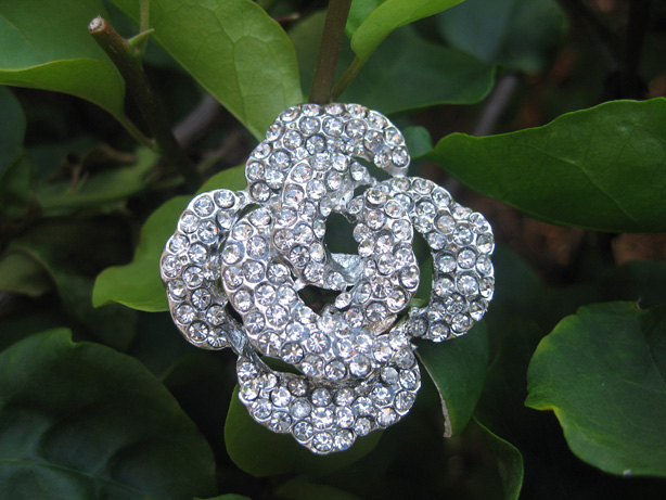 5 pcs of Sparkling Crystal Rhinestone Flower Buttons RB001