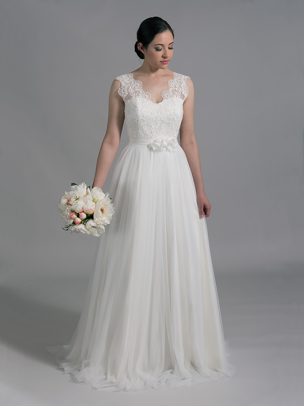 Ivory sleeveless lace wedding dress with tulle skirts 4005