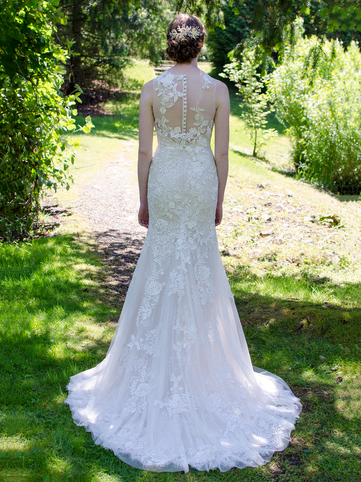 Sleeveless wedding dress 4054
