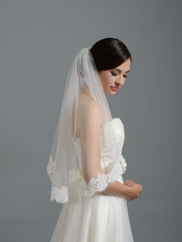 Ivory Short Elbow Alencon Lace Wedding Veil V050