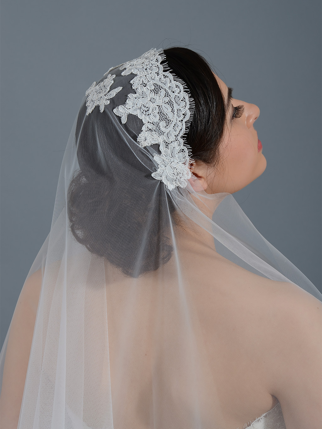 Ivory elbow wedding veil with alencon lace V053