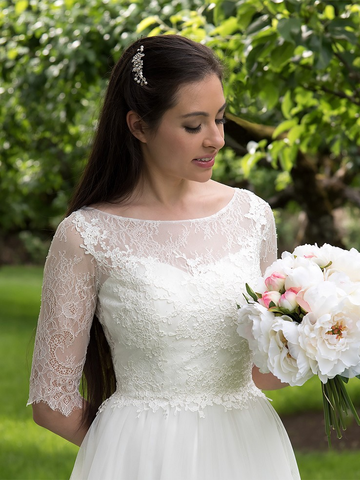 Ivory 3/4 length sleeve lace wedding dress 4011