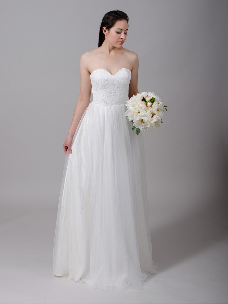Ivory strapless lace wedding dress with tulle skirt 4022