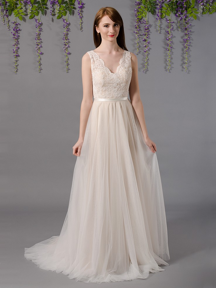 Sleeveless lace wedding dress with tulle skirts 4035